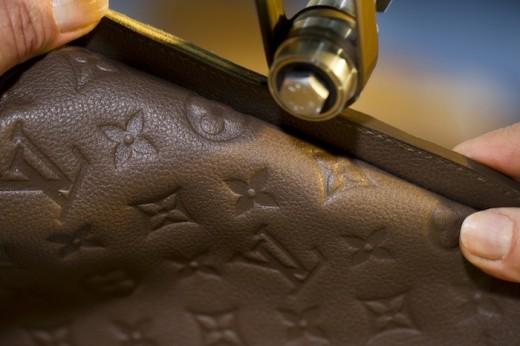 Louis-Vuitton-Monogram-Empreinte-Savoir-Faire-04-520x346